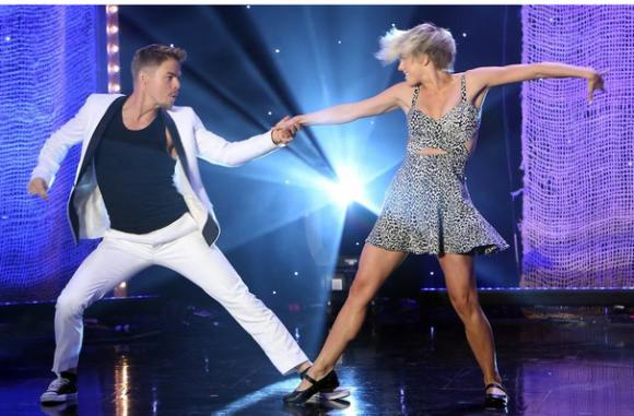 Move Live On Tour: Julianne & Derek Hough at Verizon Theatre at Grand Prairie