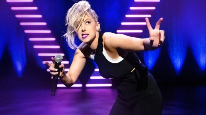 Iliza Shlesinger at Verizon Theatre at Grand Prairie